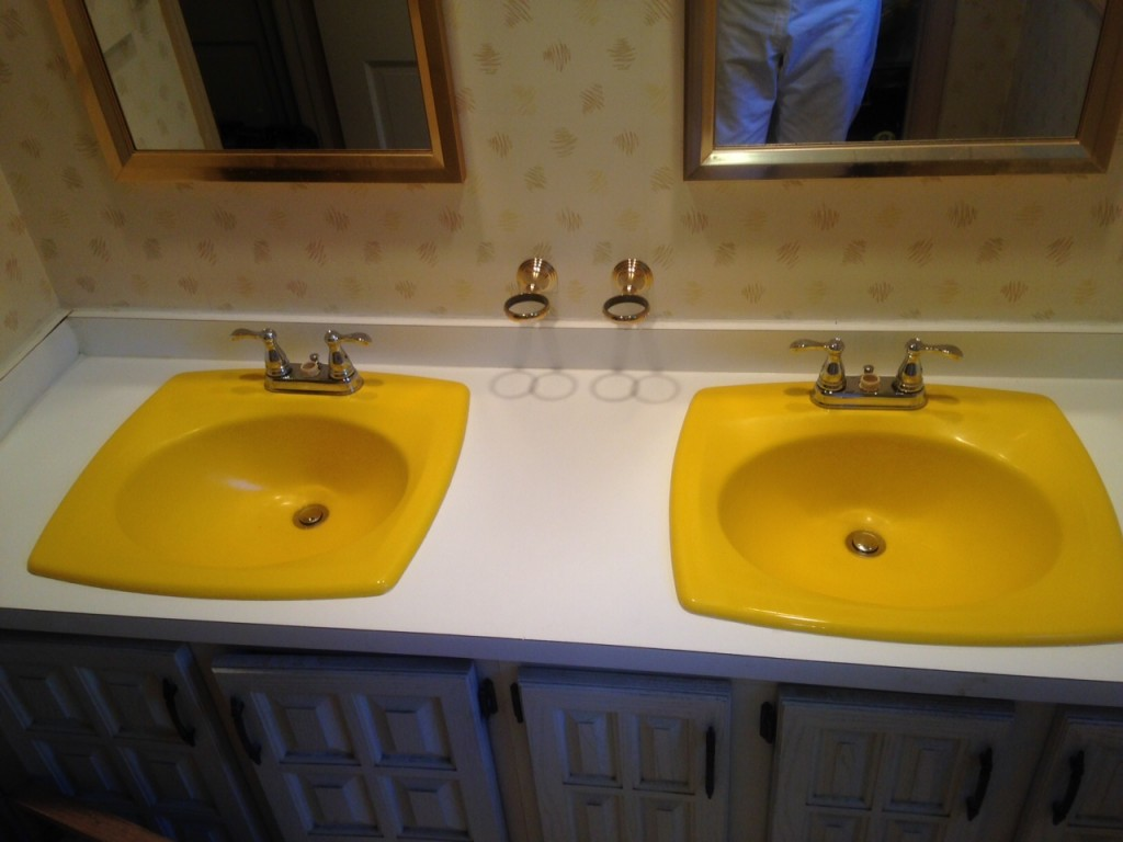 His and Hers Yellow Sinks Before Recoloring 8a | Affordable Refinishing LLC